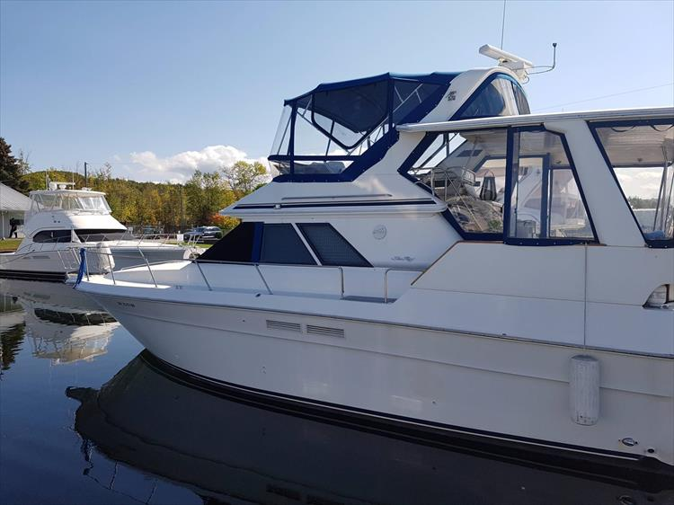 Beautiful - Photo 5 of 42 - 1991 Sea Ray 380 Aft Cabin (Diesel) for sale