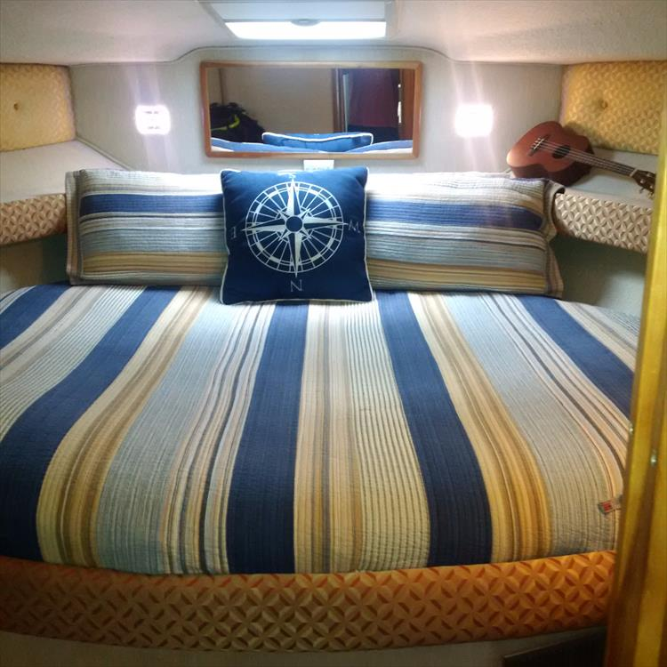 Guest Stateroom - Photo 35 of 42 - 1991 Sea Ray 380 Aft Cabin (Diesel) for sale