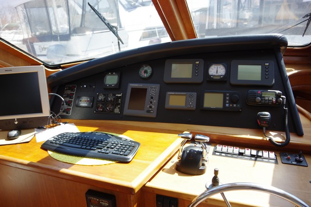 Photo 39 of 95 - 2003 Dover Craft 42 Pilot House for sale