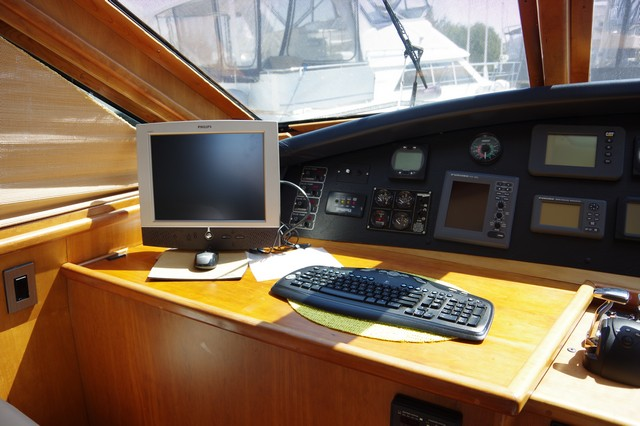 Photo 40 of 95 - 2003 Dover Craft 42 Pilot House for sale
