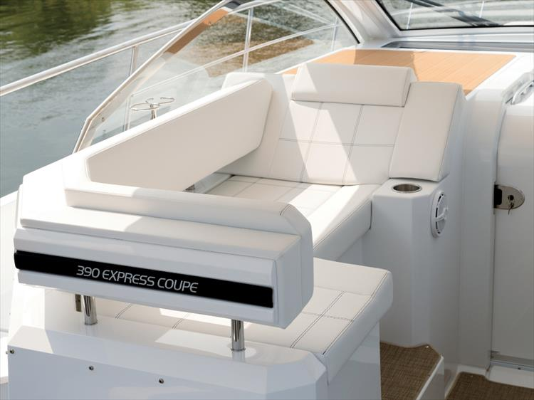 Photo 19 of 27 - 2019 Cruisers Yachts 390 Express for sale