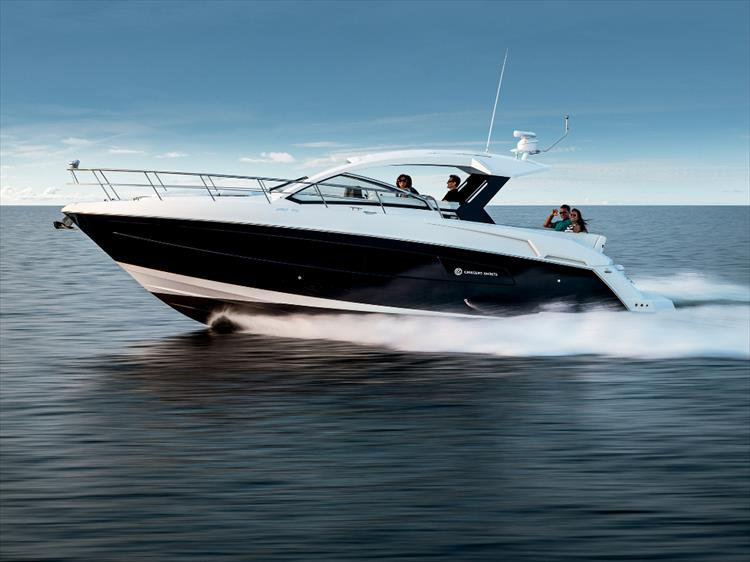 Photo 26 of 27 - 2019 Cruisers Yachts 390 Express for sale