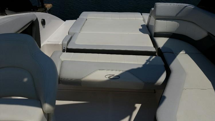 Photo 15 of 23 - 2012 Regal 24 Fasdeck RX for sale