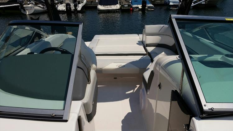 Photo 16 of 23 - 2012 Regal 24 Fasdeck RX for sale