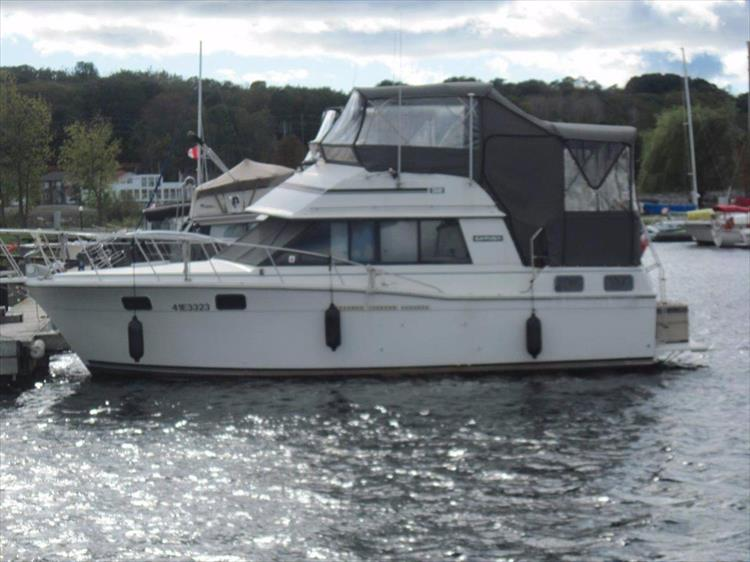 Photo 1 of 59 - 1986 Carver 3207 Aft Cabin for sale