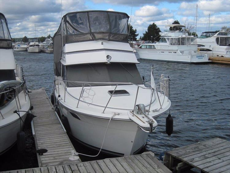 Photo 3 of 59 - 1986 Carver 3207 Aft Cabin for sale