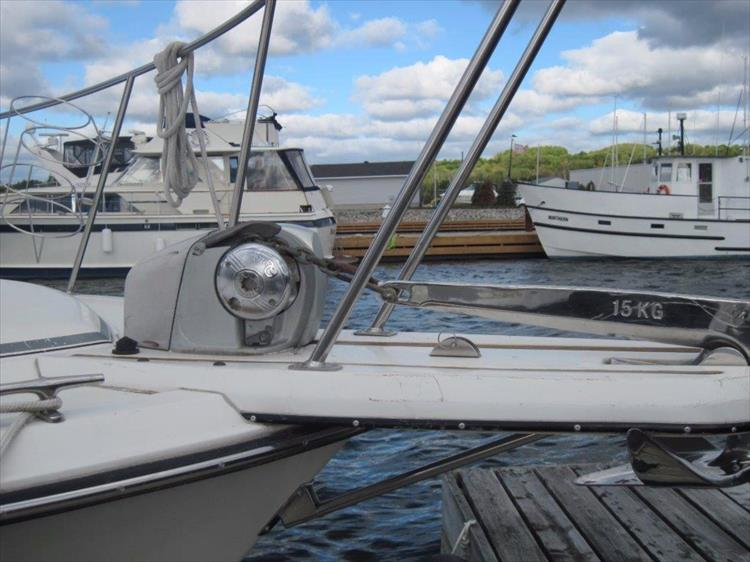 Photo 5 of 59 - 1986 Carver 3207 Aft Cabin for sale
