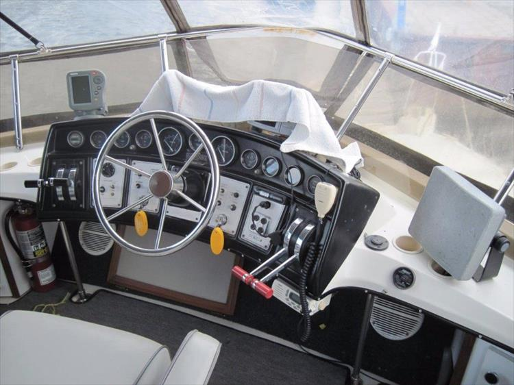Photo 11 of 59 - 1986 Carver 3207 Aft Cabin for sale