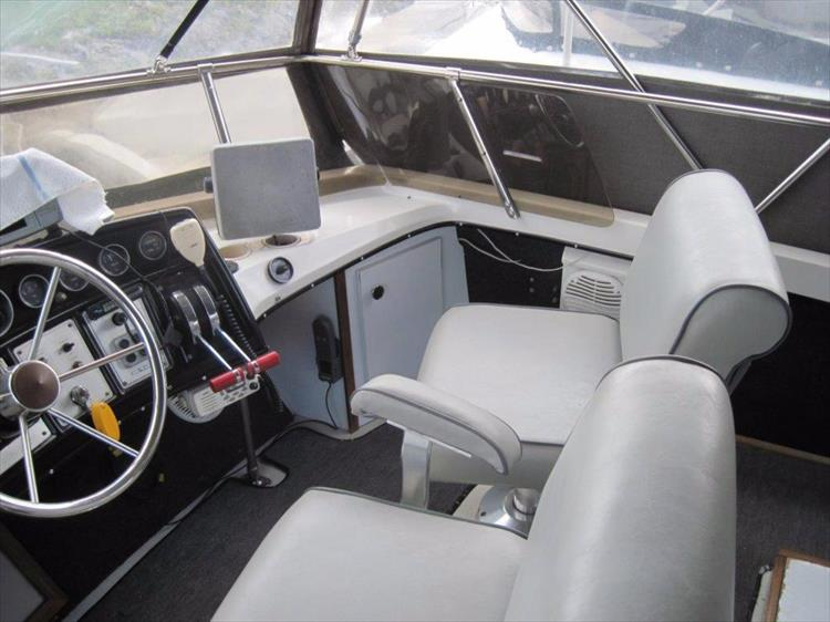 Photo 13 of 59 - 1986 Carver 3207 Aft Cabin for sale