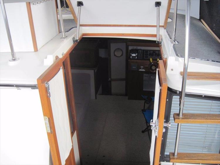 Photo 23 of 59 - 1986 Carver 3207 Aft Cabin for sale
