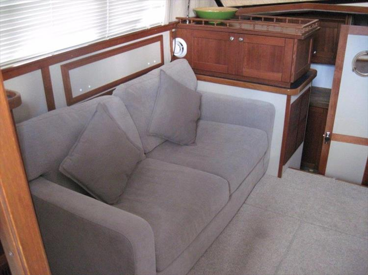 Photo 29 of 59 - 1986 Carver 3207 Aft Cabin for sale