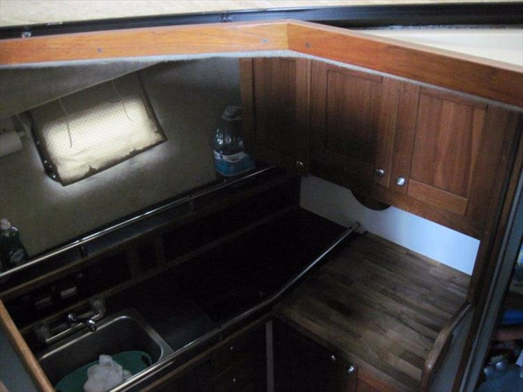Photo 38 of 59 - 1986 Carver 3207 Aft Cabin for sale