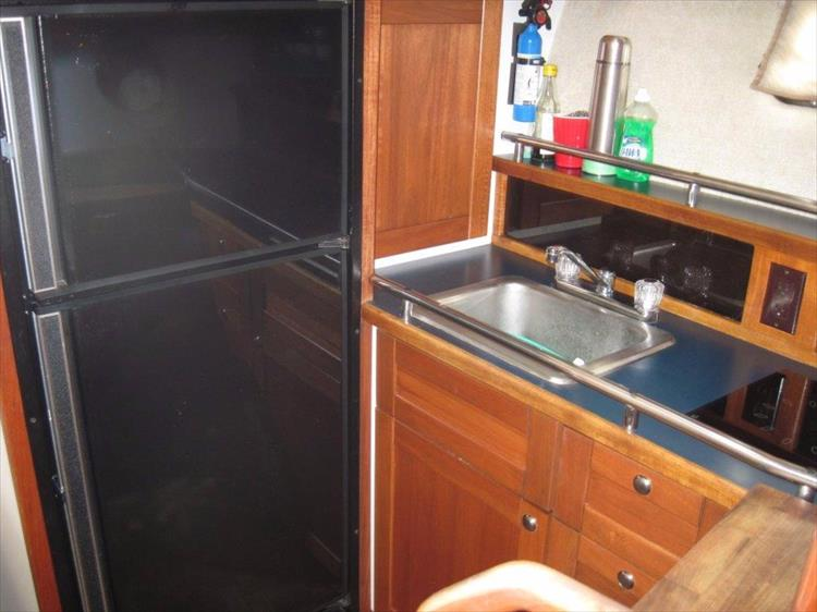 Photo 40 of 59 - 1986 Carver 3207 Aft Cabin for sale