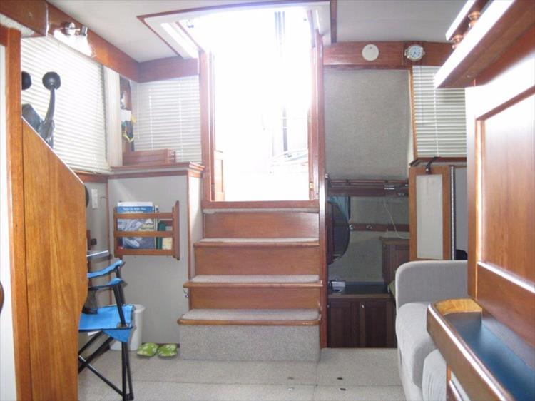 Photo 49 of 59 - 1986 Carver 3207 Aft Cabin for sale