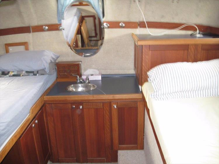 Photo 51 of 59 - 1986 Carver 3207 Aft Cabin for sale