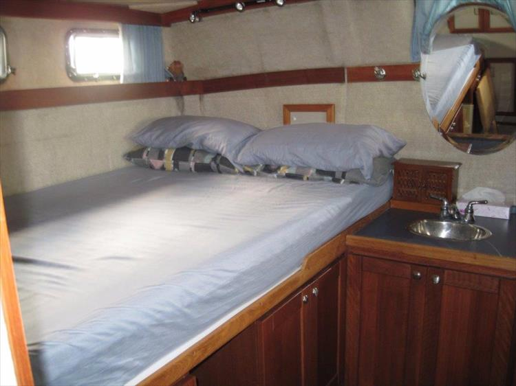 Photo 54 of 59 - 1986 Carver 3207 Aft Cabin for sale