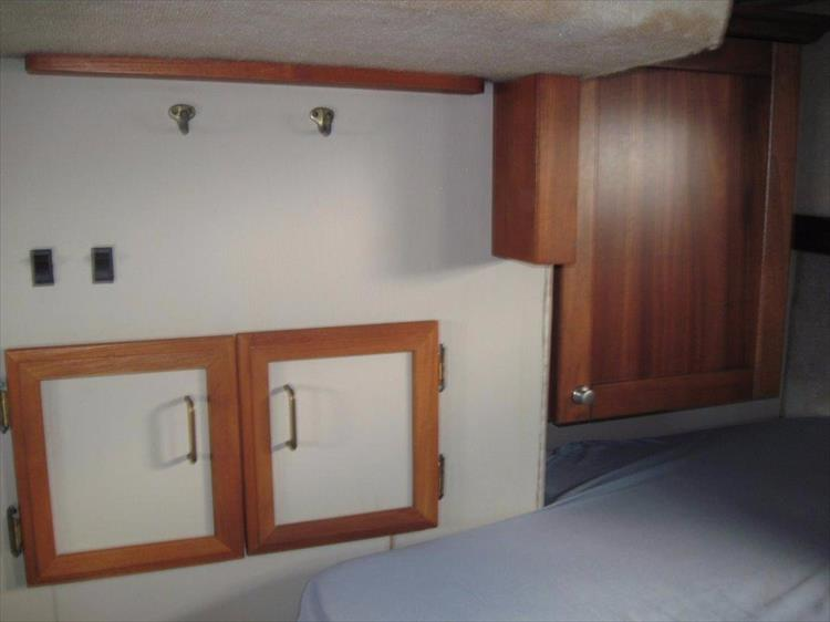 Photo 56 of 59 - 1986 Carver 3207 Aft Cabin for sale