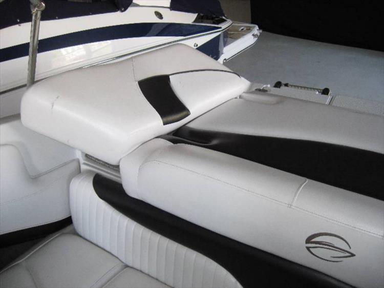 Photo 8 of 12 - 2012 Crownline 21 SS for sale