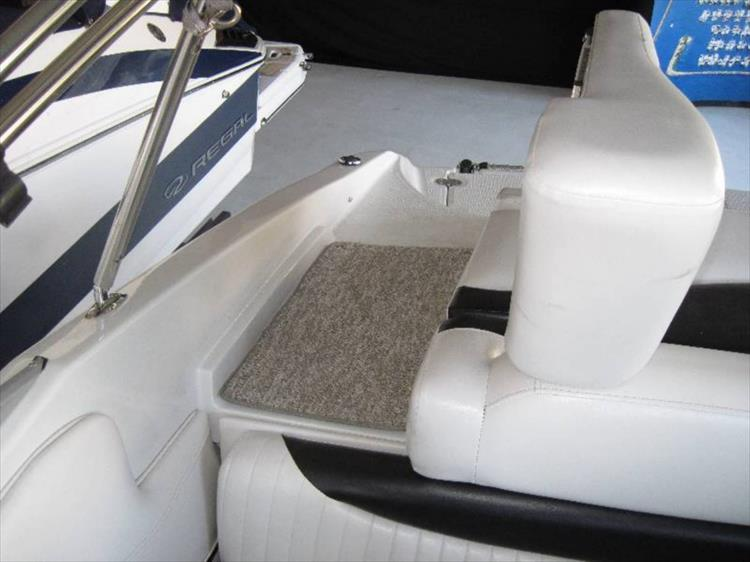 Photo 9 of 12 - 2012 Crownline 21 SS for sale