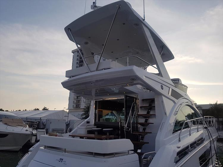 Photo 3 of 44 - 2018 Cruisers Yachts 54 Cantius FLY for sale