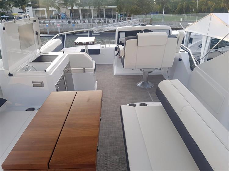 Photo 44 of 44 - 2018 Cruisers Yachts 54 Cantius FLY for sale