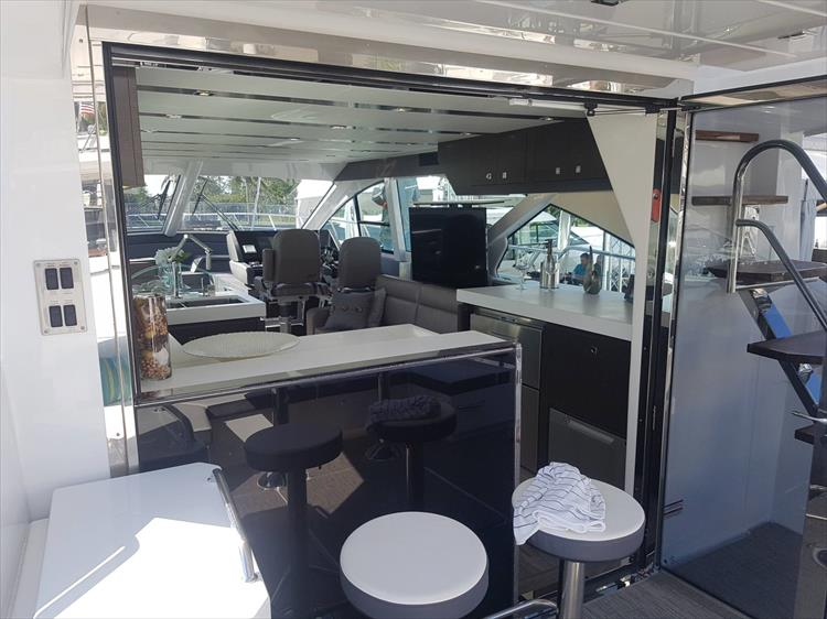 Photo 6 of 62 - 2019 Cruisers Yachts 60 Cantius FLY for sale