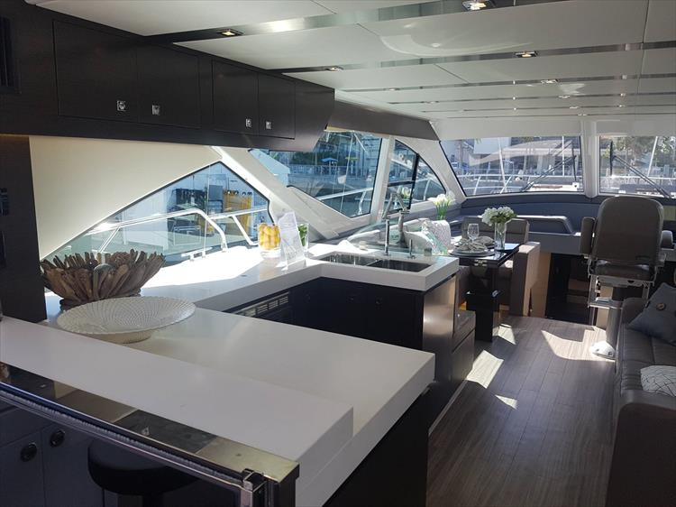 Photo 7 of 62 - 2019 Cruisers Yachts 60 Cantius FLY for sale
