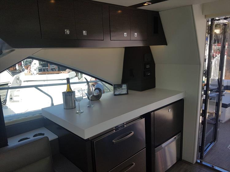 Photo 8 of 62 - 2019 Cruisers Yachts 60 Cantius FLY for sale