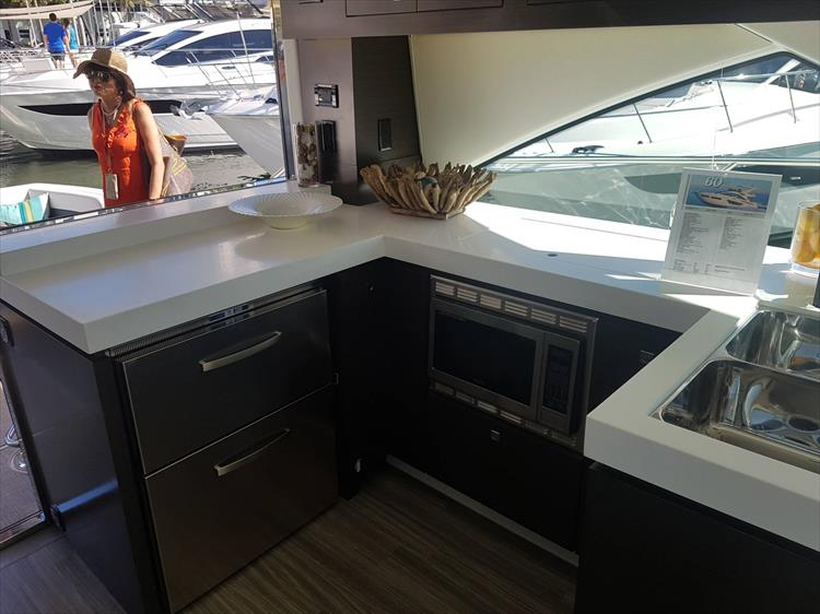 Photo 9 of 62 - 2019 Cruisers Yachts 60 Cantius FLY for sale