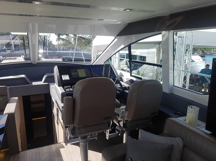 Photo 11 of 62 - 2019 Cruisers Yachts 60 Cantius FLY for sale