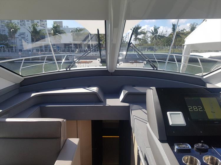 Photo 12 of 62 - 2019 Cruisers Yachts 60 Cantius FLY for sale