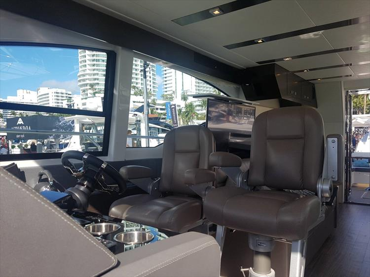 Photo 41 of 62 - 2019 Cruisers Yachts 60 Cantius FLY for sale