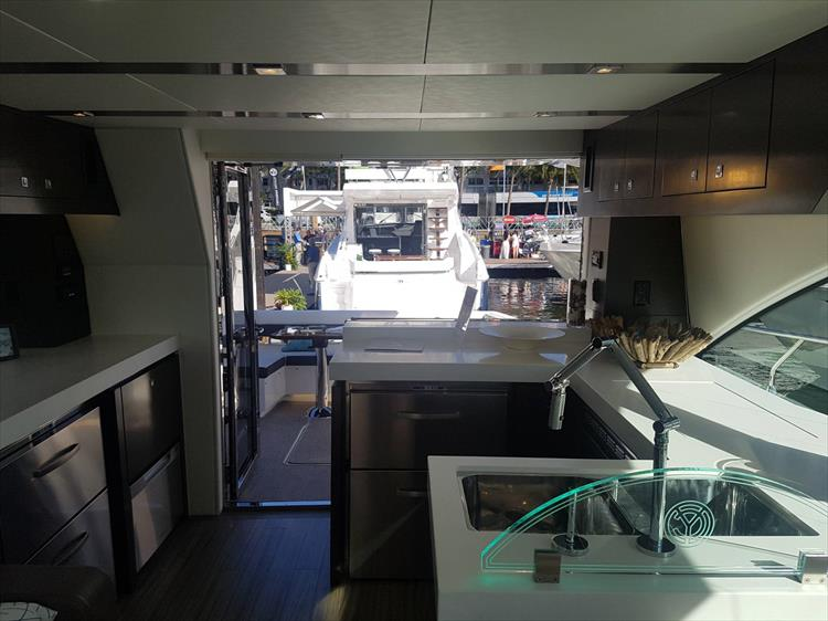 Photo 44 of 62 - 2019 Cruisers Yachts 60 Cantius FLY for sale