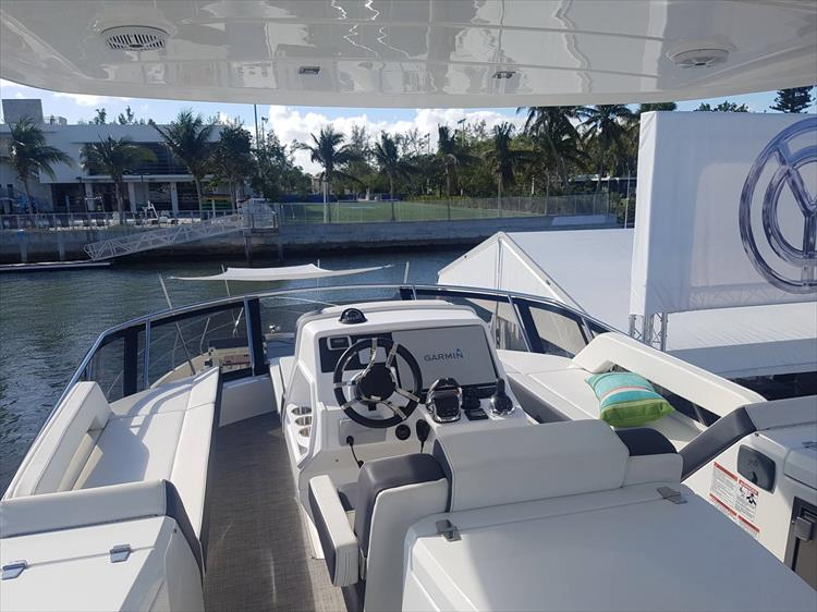 Photo 46 of 62 - 2019 Cruisers Yachts 60 Cantius FLY for sale