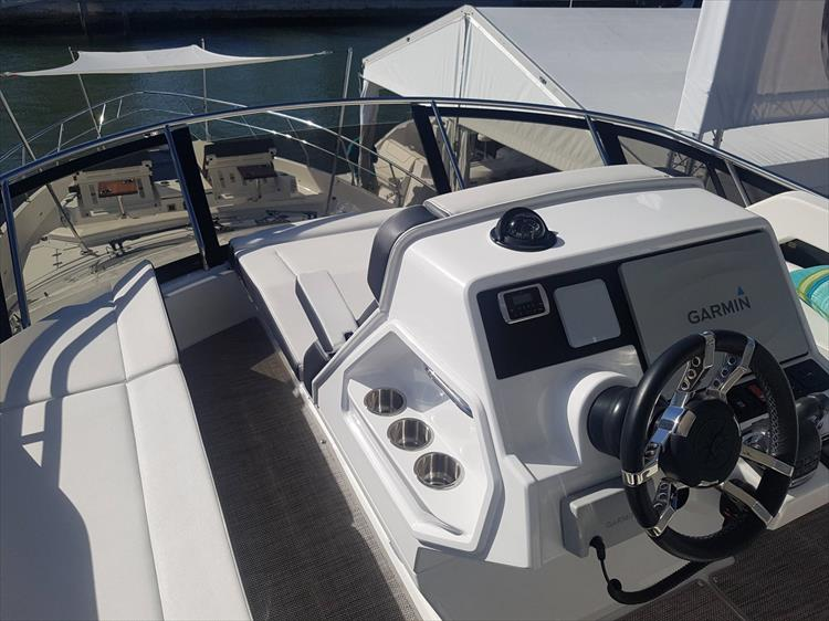 Photo 47 of 62 - 2019 Cruisers Yachts 60 Cantius FLY for sale