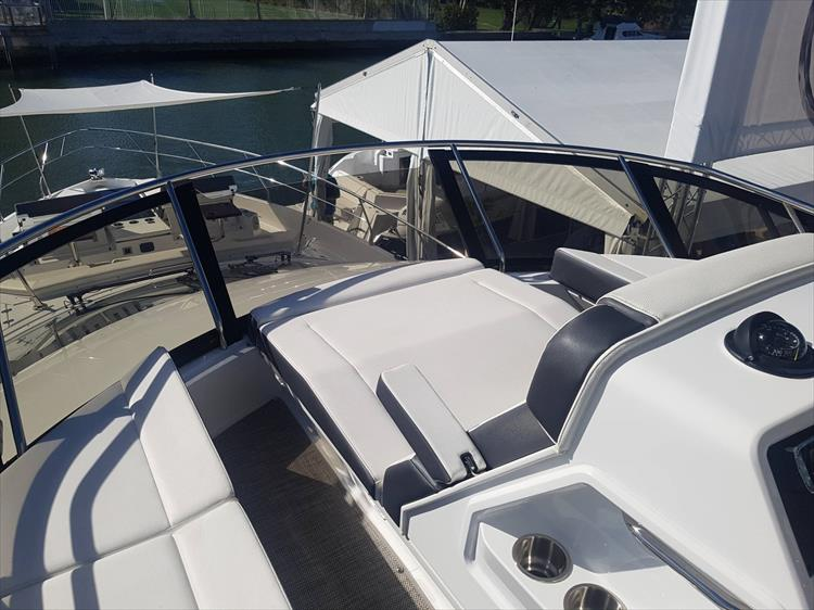 Photo 48 of 62 - 2019 Cruisers Yachts 60 Cantius FLY for sale