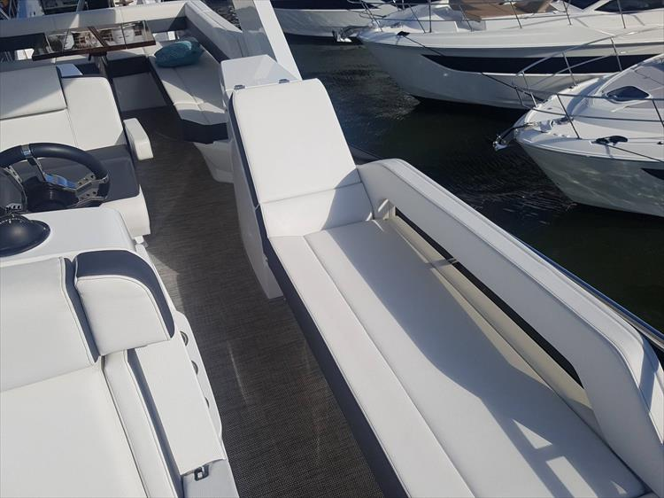 Photo 50 of 62 - 2019 Cruisers Yachts 60 Cantius FLY for sale