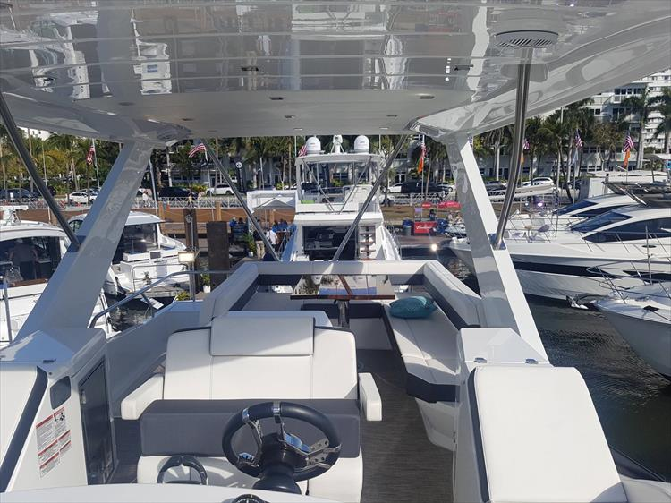 Photo 51 of 62 - 2019 Cruisers Yachts 60 Cantius FLY for sale