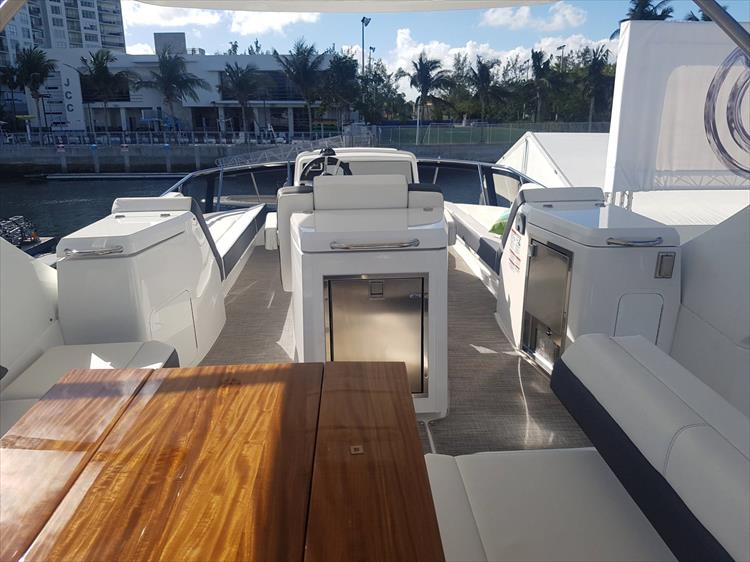 Photo 53 of 62 - 2019 Cruisers Yachts 60 Cantius FLY for sale