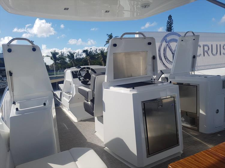 Photo 54 of 62 - 2019 Cruisers Yachts 60 Cantius FLY for sale