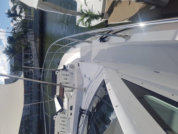 Photo 56 of 62 - 2019 Cruisers Yachts 60 Cantius FLY for sale