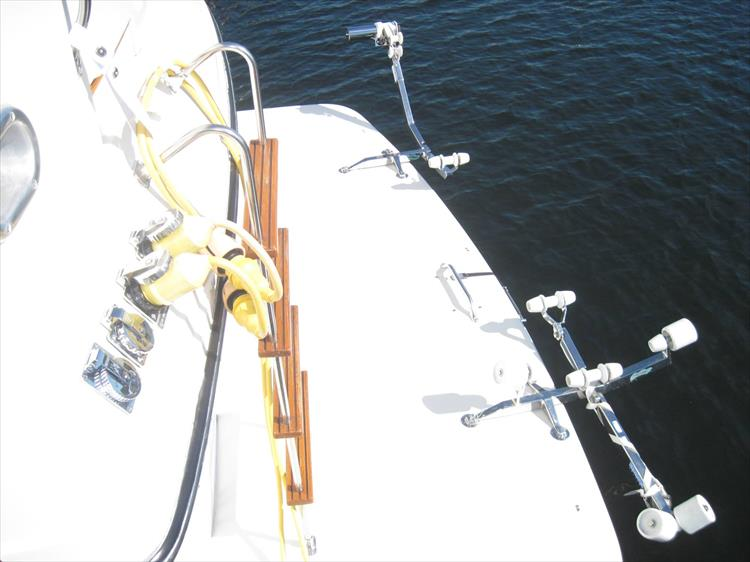 Photo 7 of 54 - 1988 Carver 4207 Aft Cabin Motor yacht for sale