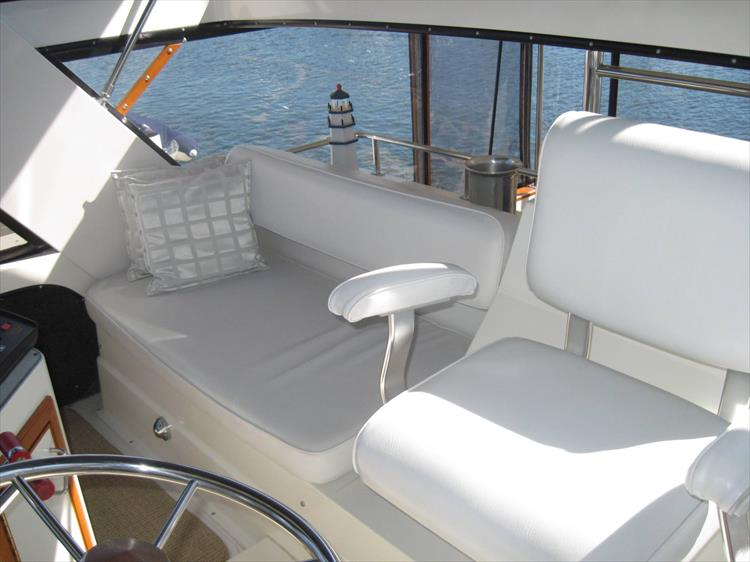 Photo 19 of 54 - 1988 Carver 4207 Aft Cabin Motor yacht for sale