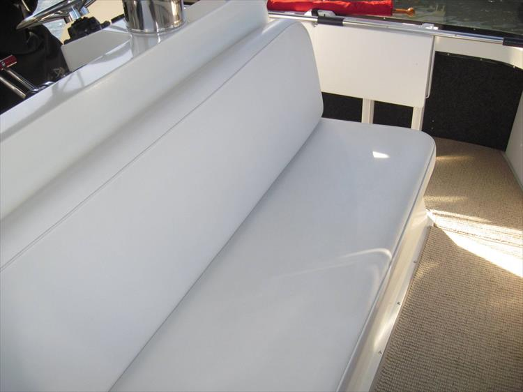Photo 20 of 54 - 1988 Carver 4207 Aft Cabin Motor yacht for sale