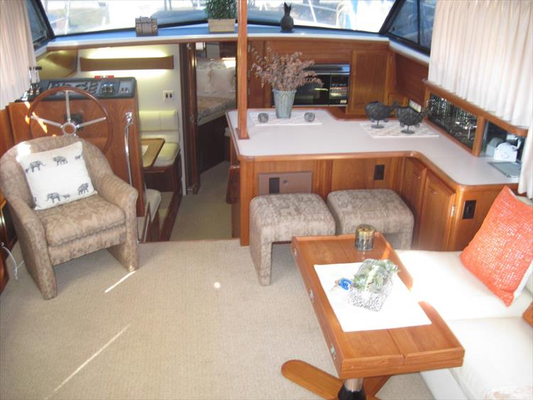 Photo 23 of 54 - 1988 Carver 4207 Aft Cabin Motor yacht for sale