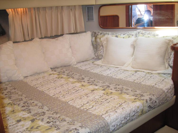 Photo 35 of 54 - 1988 Carver 4207 Aft Cabin Motor yacht for sale