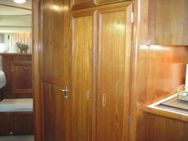Photo 39 of 54 - 1988 Carver 4207 Aft Cabin Motor yacht for sale