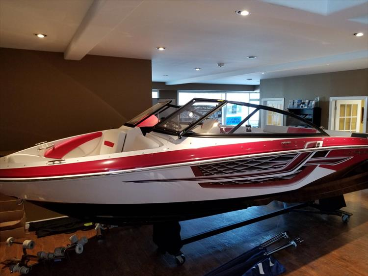 Photo 2 of 20 - 2018 Regal 1900 Surf for sale