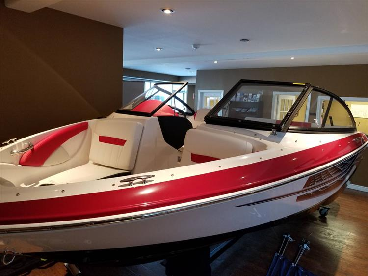 Photo 3 of 20 - 2018 Regal 1900 Surf for sale