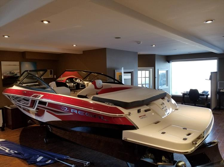 Photo 4 of 20 - 2018 Regal 1900 Surf for sale